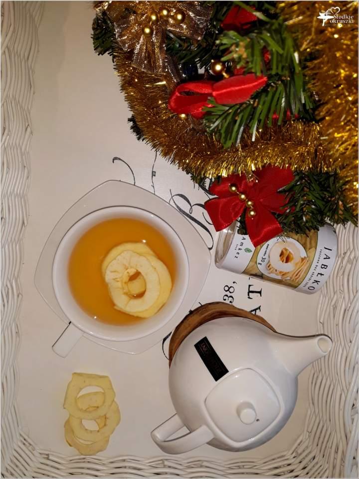 Rozgrzewająca herbata z imbirem i suszonymi jabłkami