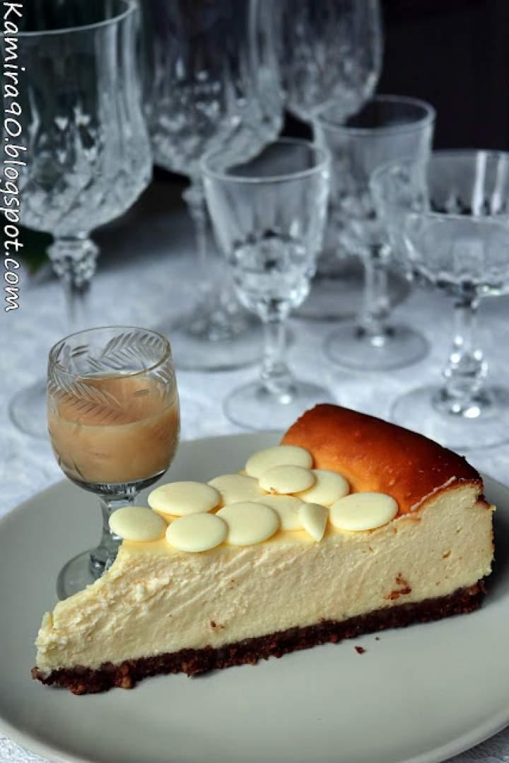 Sernik z ajerkoniakiem na ciasteczkowym spodzie
