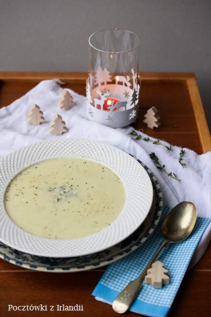 Zupa kalafiorowa z serem pleśniowym