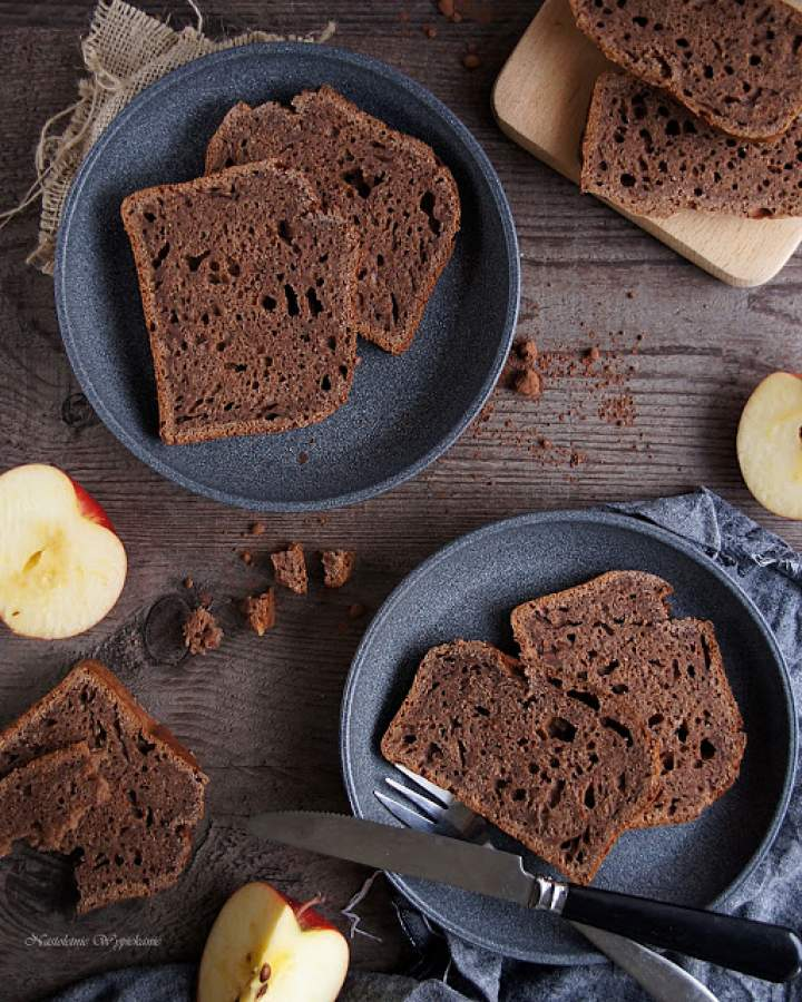 Chlebek czekoladowo-jabłkowy