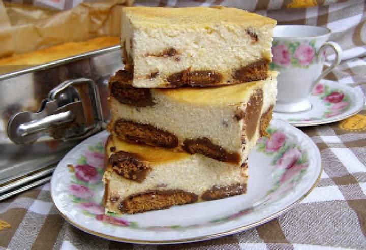 sernik z marcepanem na pierniczkach pieczony…