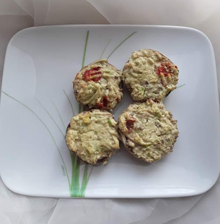 Pieczarki faszerowane pastą z awokado