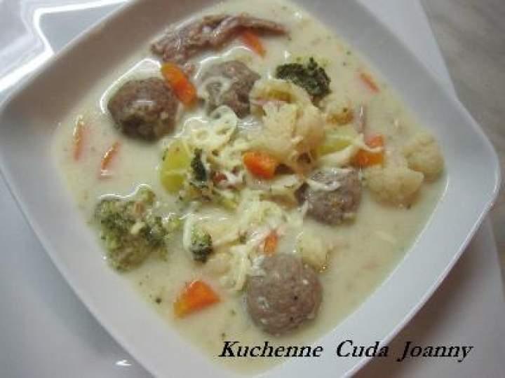 Zupa Serowa  z Kalafiorem, Brokułem i Pulpetami