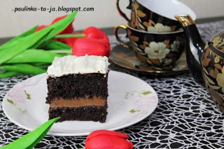 Ciasto czekoladowe z białą chmurką