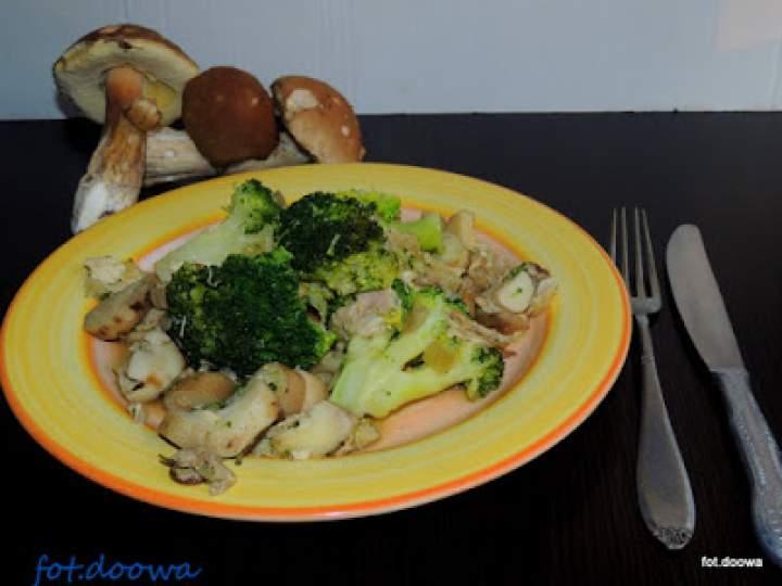 Borowiki zasmażane z brokułami i kurczakiem