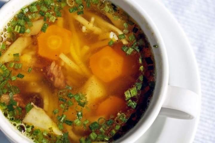 Mrożone zupy – warto po nie sięgać?