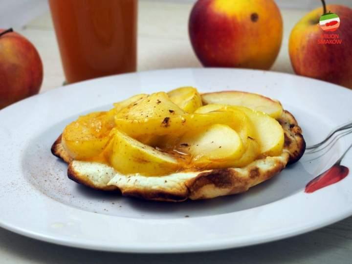 Omlet biszkoptowy z białek z karmelizowanymi jabłkami