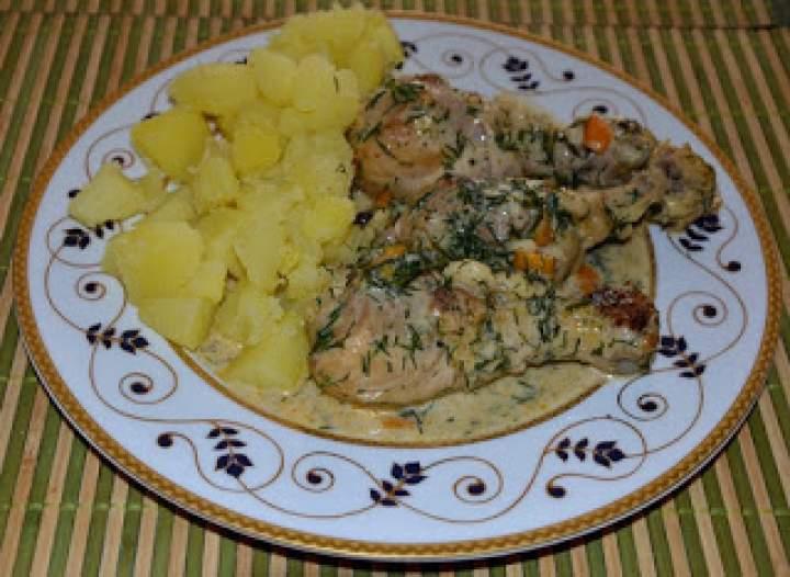 Pałki z kurczaka w sosie śmietanowo-ziołowym