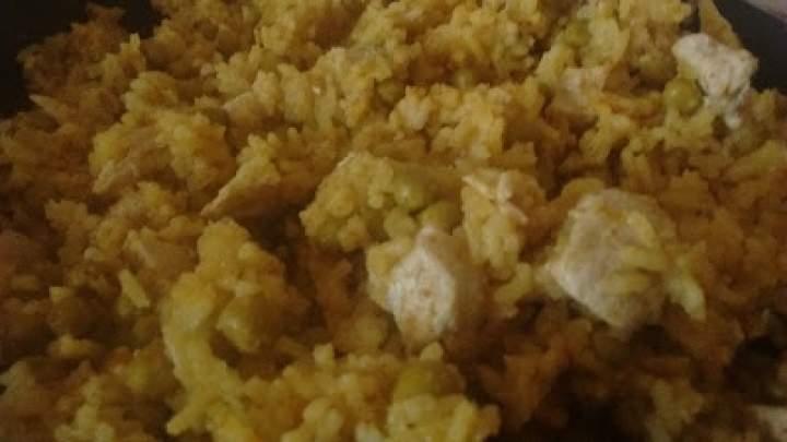 Ryż curry z kurczakiem i groszkiem
