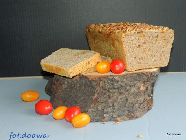 Orkiszowy chleb na pszennym zakwasie z prażoną cebulką