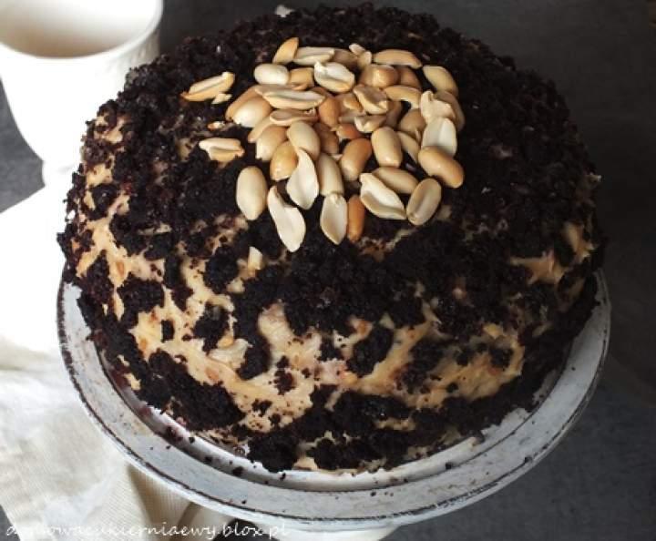 Tort czekoladowy z bananami i masłem orzechowym
