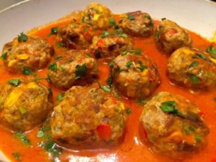 Mięsno-warzywne klopsiki w sosie pomidorowym