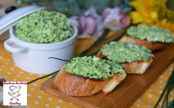 Jajeczno – brokułowa pasta kanapkowa