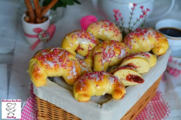 Maślane rogaliki z truskawkami
