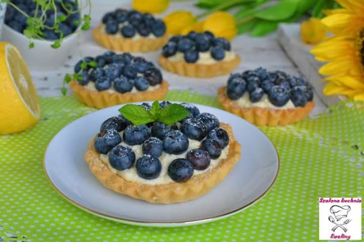 Tartaletki z masą budyniowo – cytrynową i borówkami