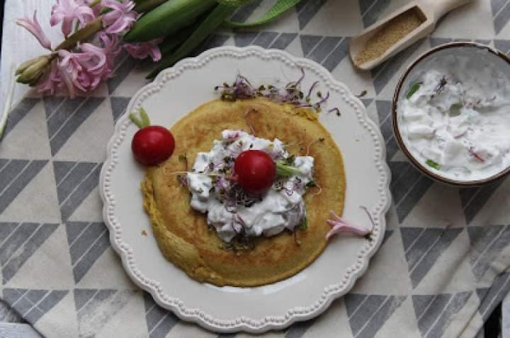 Amarantusowy omlet z rzodkiewkowym twarożkiem