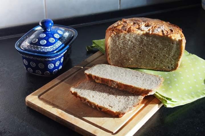 Chleb pszenno-żytni z garnka żeliwnego