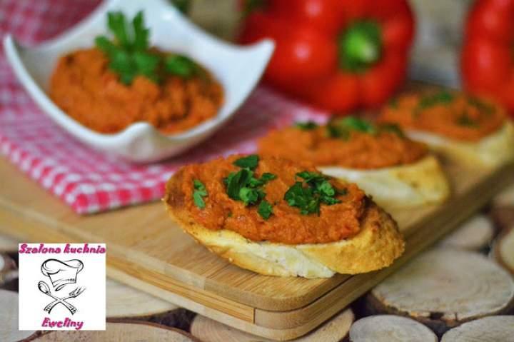Pasta z cieciorki i papryki z nutą suszonych pomidorów