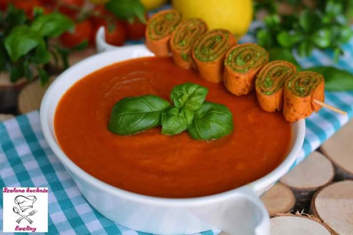Pomidorowy krem z bazyliowymi ślimaczkami