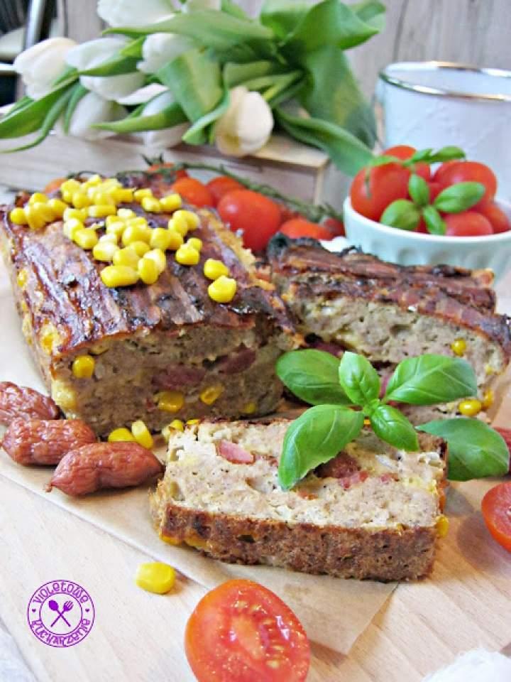 Pieczeń z kukurydzą i kabanoskami – idealna przystawka na ciepł