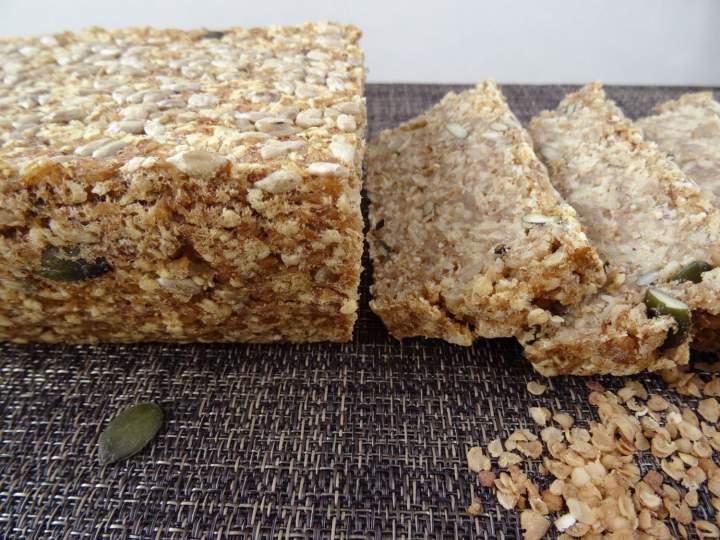 Bezglutenowy chleb z płatków i ziaren