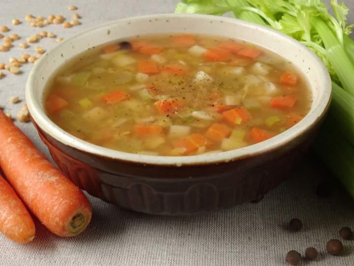 Zupa z grochem i warzywami
