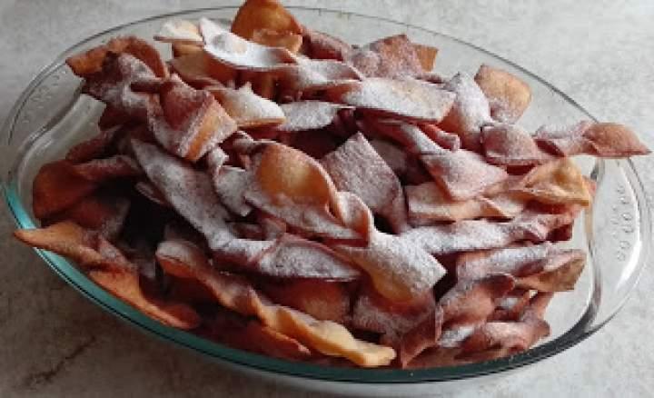 Przepis na faworki – smaczne, chrupiące i słodkie