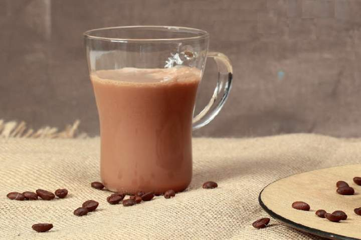 kawa + melasa z karobu + mleko sojowe + wanilia + kardamon