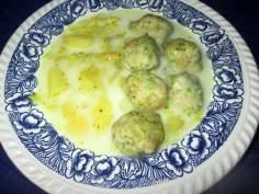 Dietetyczna zupa kapuściana z pulpetami