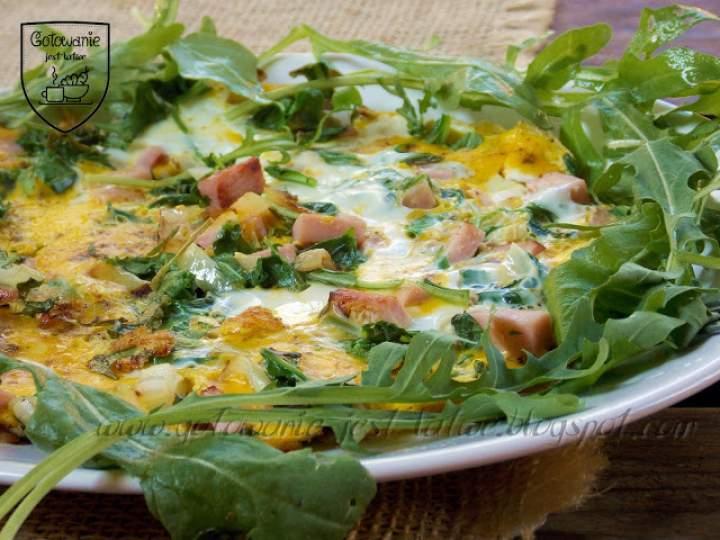 Omlet z rukolą i szynką