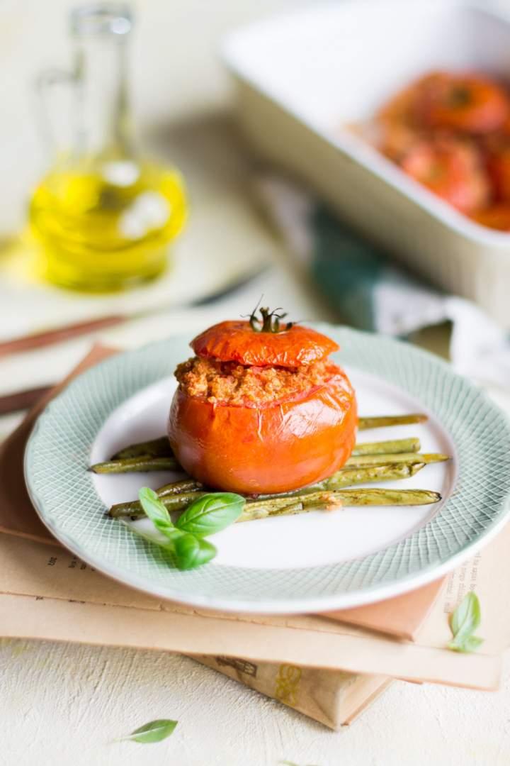 Faszerowane pomidory z komosą ryżową