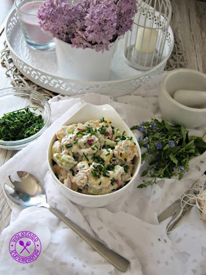 Sałatka z tortellini, tuńczykiem i szczypiorkiem