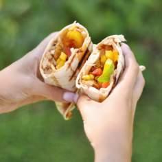 Grillowana tortilla z kurczakiem i warzywami