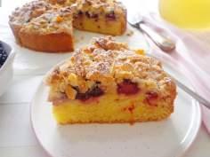Ciasto z jabłkami, jeżynami i migdałową kruszonką (Crumb cake alle mele e more)