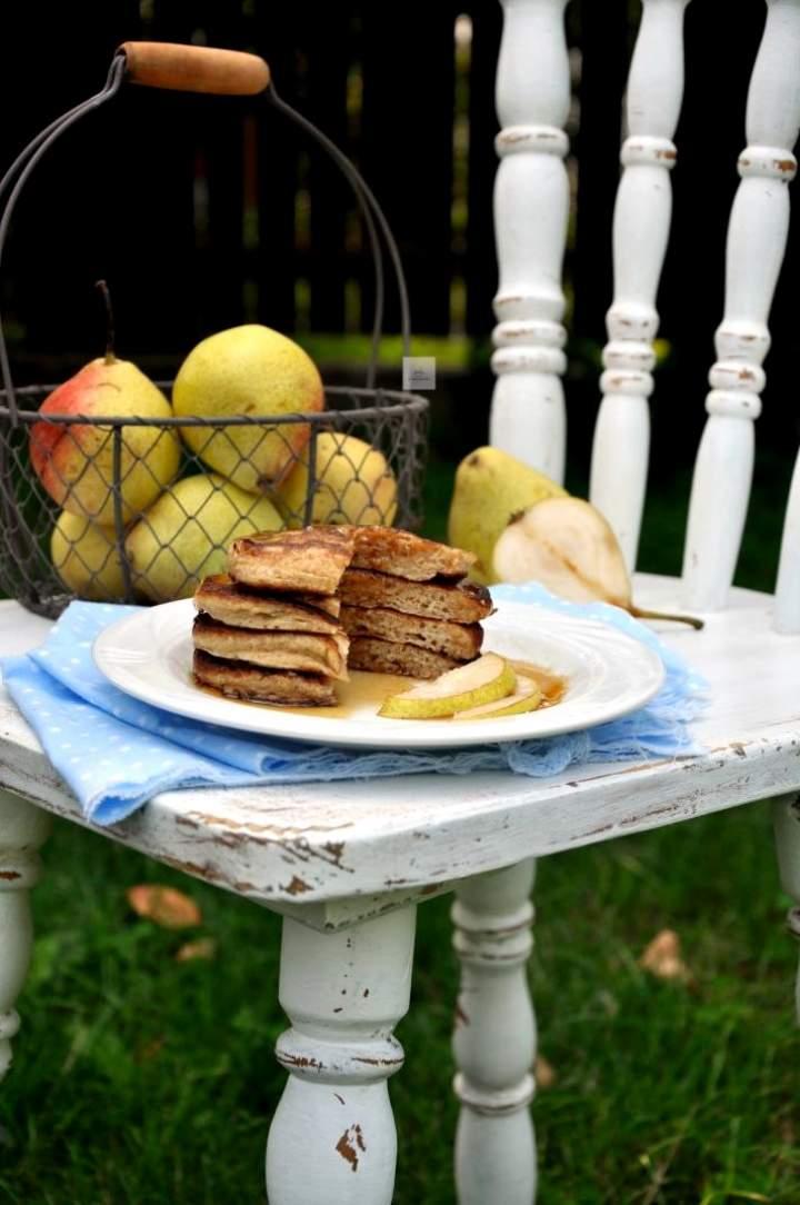 Pancakes orkiszowe z gruszką
