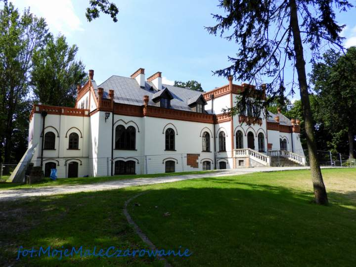 Zespół pałacowo – parkowy w Ujeździe i inne atrakcje