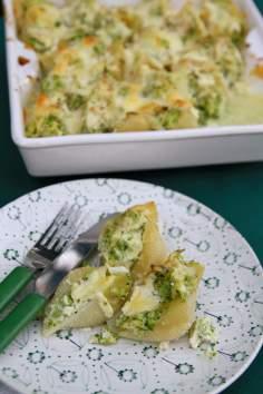 Zapiekane muszle z kurczakiem i brokułem