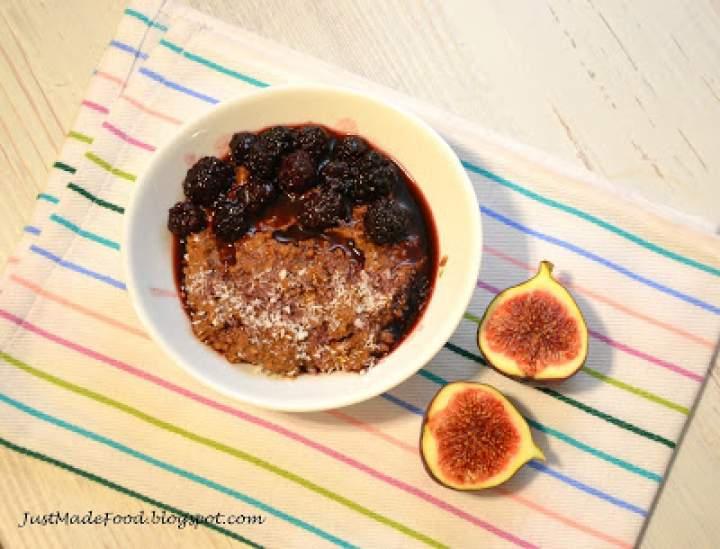 Pudding czekoladowo-jaglany z jeżynami