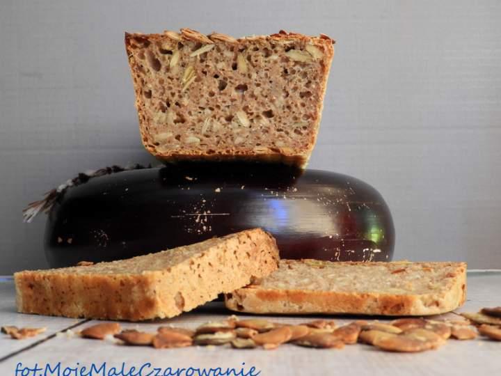 Żytni chleb na zakwasie z pestkami