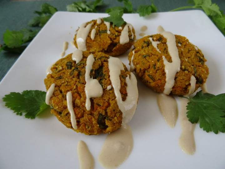 Kotleciki z komosy i tofu po indyjsku