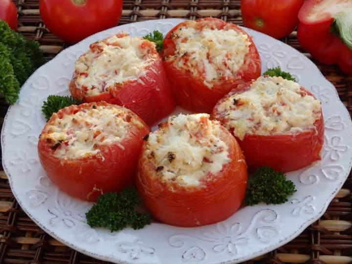 Pomidory faszerowane serkiem i papryką