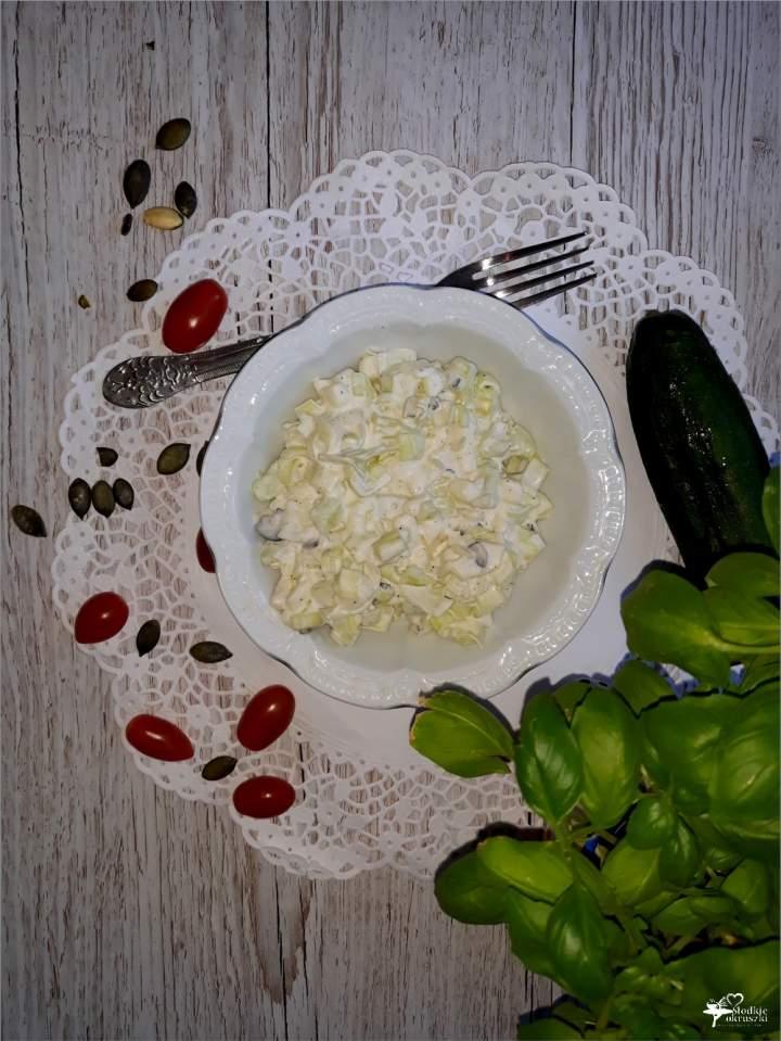Chrupiąca sałatka obiadowa z pestkami dyni
