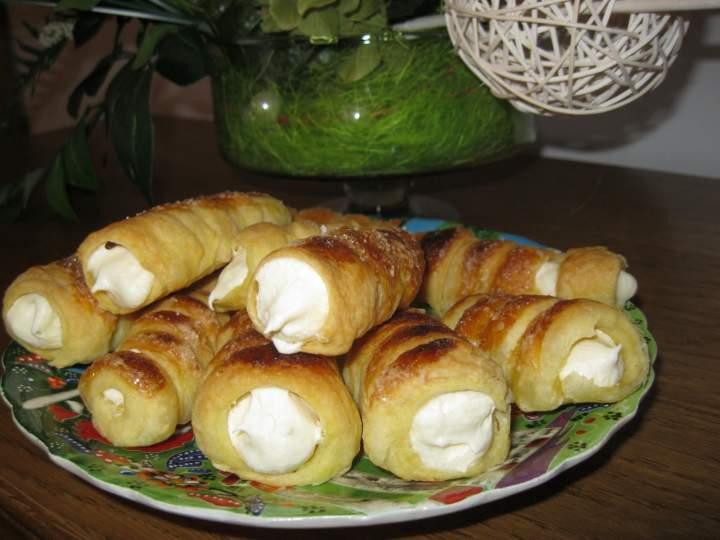 Półfrancuskie rurki z kremem z białą czekoladą