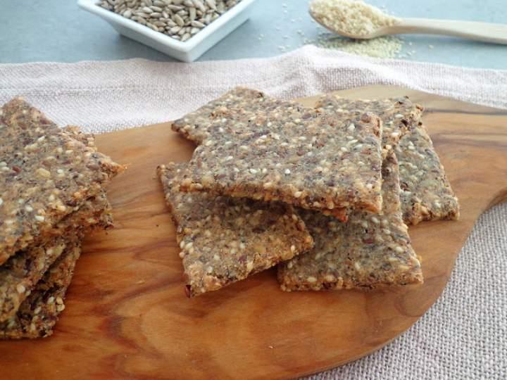 Bezglutenowe krakersy gryczane z ziarnami (Cracker di semi, senza glutine)