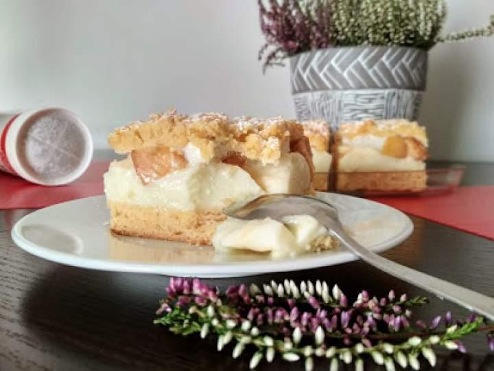 Ciasto z budyniem i brzoskwiniami.