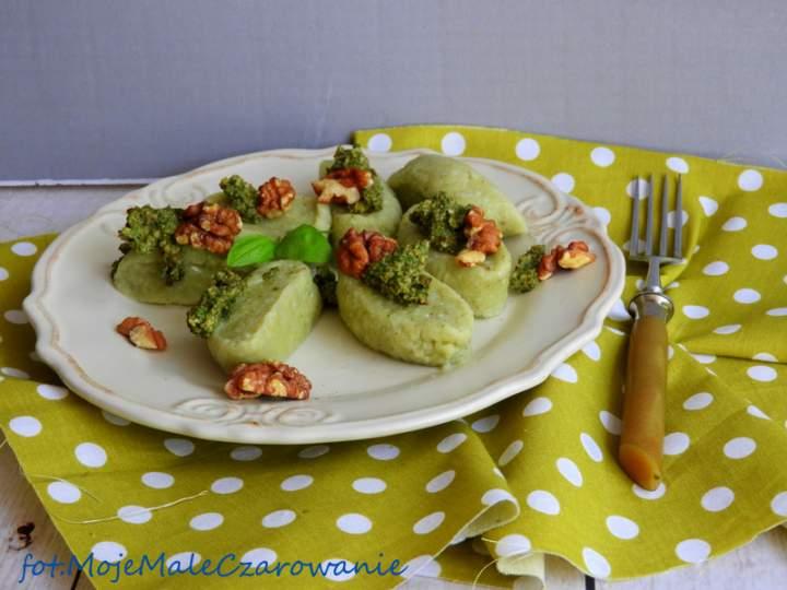 Leniwe gorgonzole z bazyliowym pesto