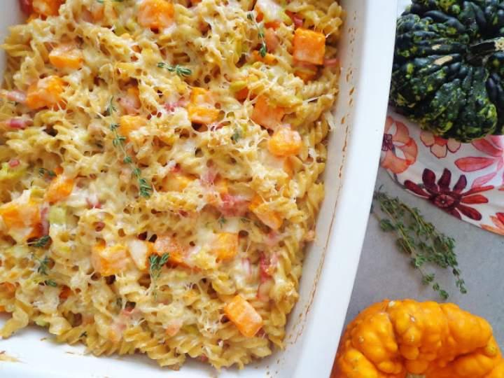 Makaronowa zapiekanka z porami, dynią i boczkiem (Sformato di pasta con zucca, porri e pancetta)