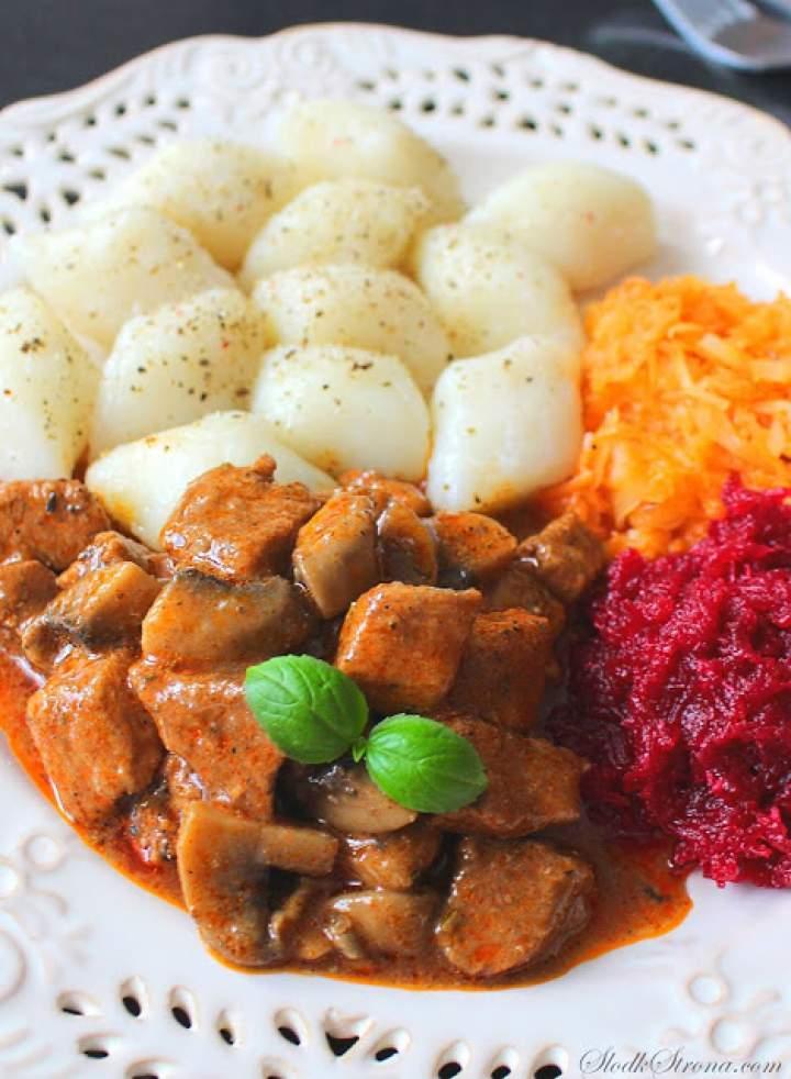 Gulasz Wieprzowy (ze Schabu) z Pieczarkami