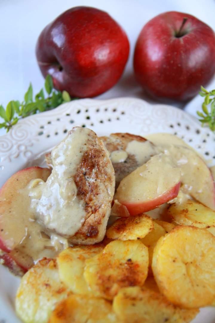 Polędwiczki wieprzowe w sosie z jabłkami i cynamonem