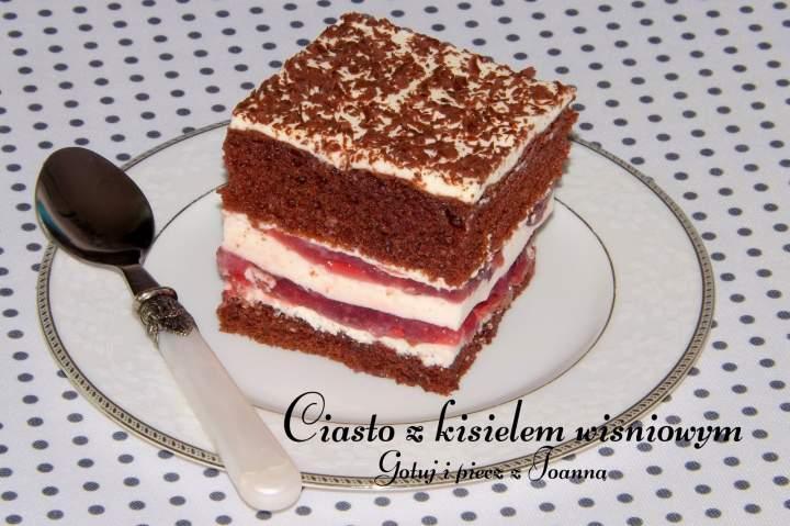 Kakaowe ciasto z kisielem wiśniowym i masą śmietanowo-galaretkową